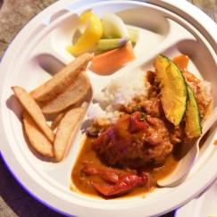 カレー食べくらべ:PYRAMIS CAFE(ベジタブル、チキン)+チャイ