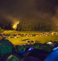 深夜のテント設営