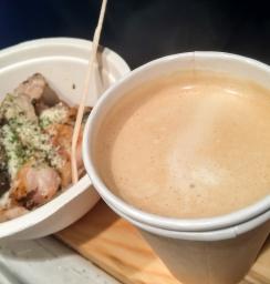 カフェラテ、チキン香草焼き