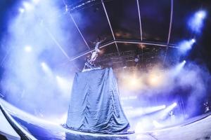 The illusive man & los carlos high flying circus