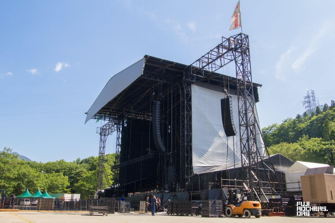各ステージも本格的な設営が始まっています!