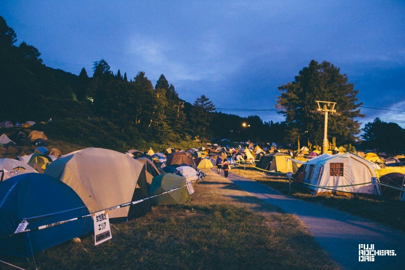 土曜朝5時、キャンプサイト〜場外の様子