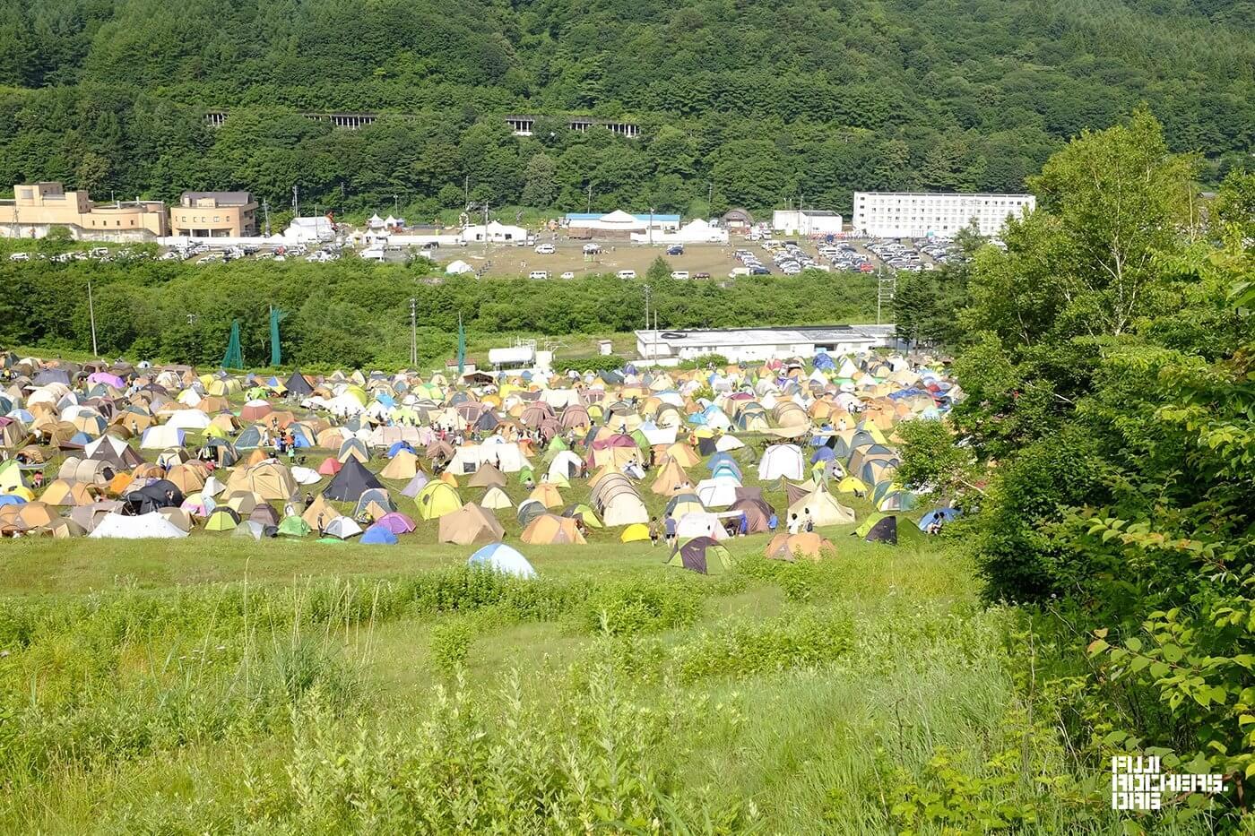 雨後のキャンプサイト