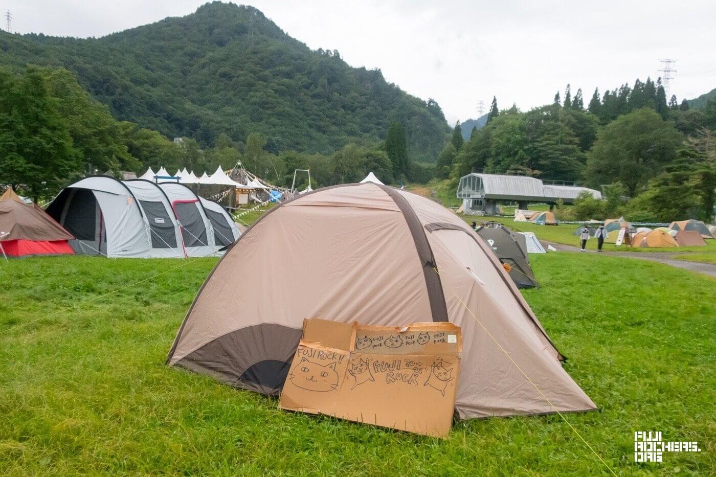 テントの脇で発見!